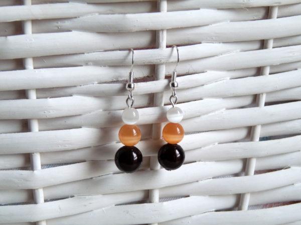Trio de perles, avec une perle Magique marron, et des perles Oeil de chat orange et blanche