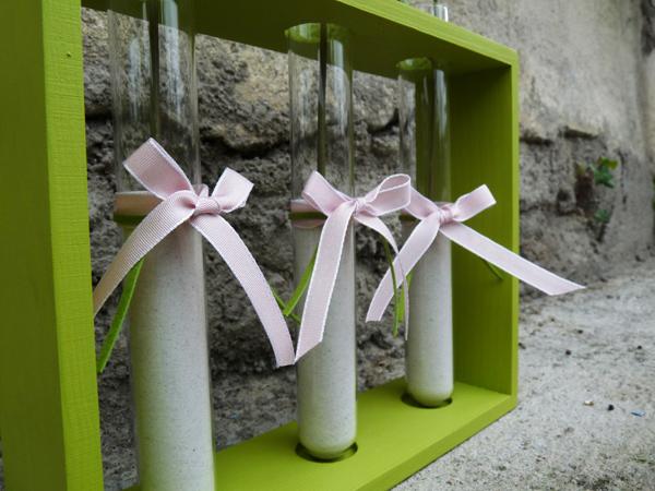 Décoration agrémentée de rubans rose pastel